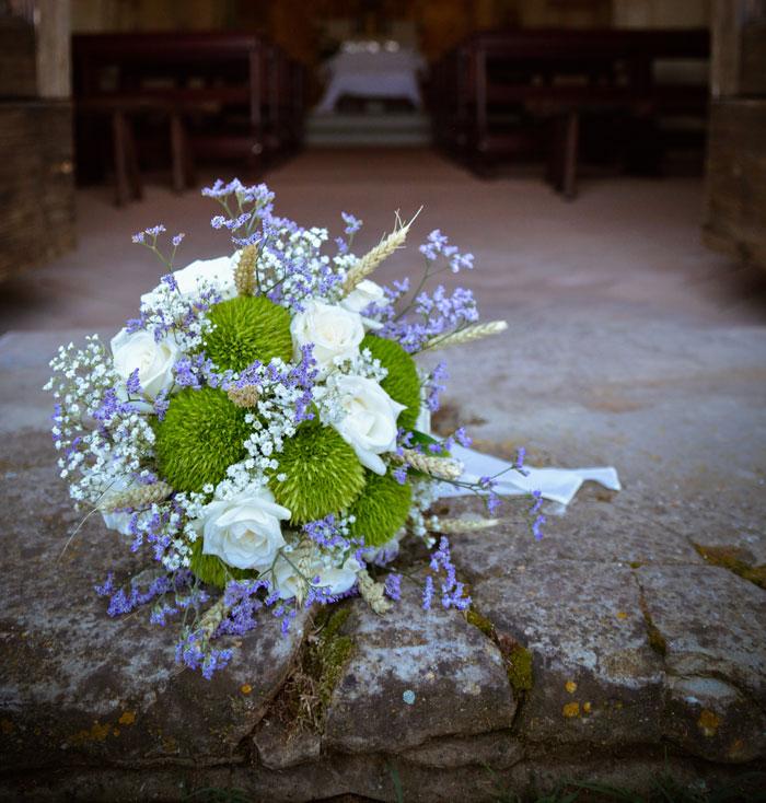 bouquet shabby con verde e bianco